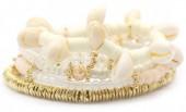 G-C15.1  B536-056B Bracelet with Shells Gold-White