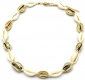 H-F4.1 N2001-007B Short Shell Necklace 40-45cm Gold-Beige